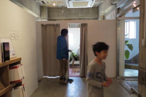 まじかーという声をよそに、スタジオ内を走り回る息子