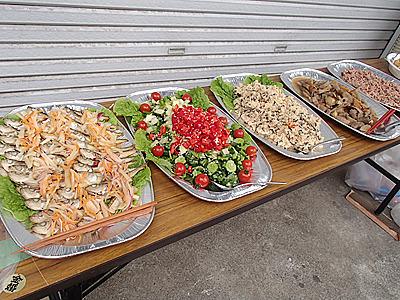 料理は経営している店</a>から運ぶ。スルメの塩麹漬けやハタハタのマリネなど各種用意。
