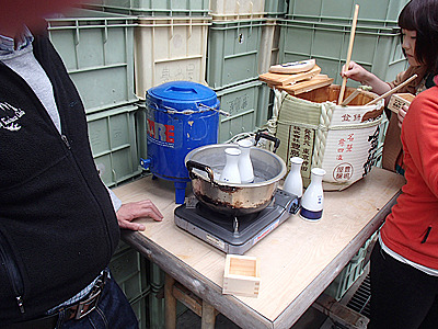 開けた樽は好きに飲める。9リットル有りますよ!燗酒も出来ます!杉の香りが独特の味わいを出す。
