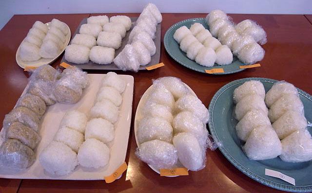 米、炊き方、握り方。おいしいおにぎりとはどういったものなのか探るべく8名(+売り物)が塩むすびで戦います。水道水を使って炊飯器で炊いたご飯を使ったものが上位に食い込むなどの意外な接戦。(古賀)
