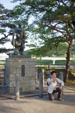 幼少時から何度も見た、あの銅像と初対面!
