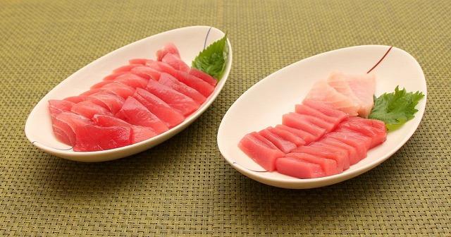 左は魚屋さんで買ってきたマグロの刺身。右がアカマンボウ。左の方が美味そう?うーん、そりゃ料理人の腕の差だね。
