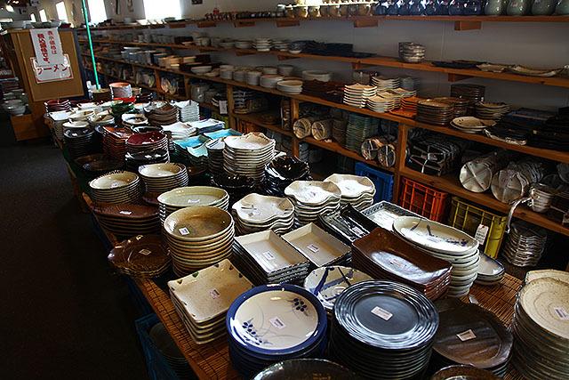 この辺の皿だと200円~500円くらい。安いのも嬉しいが、種類が半端ないのもすごい。
