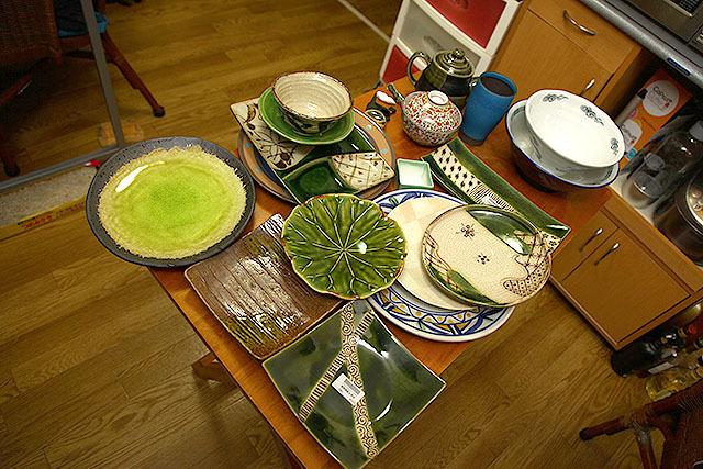気に入った陶磁器に囲まれる生活って良い。元々持ってた、気に入らない食器は全部捨てた!
