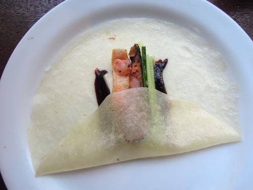 北京ダックの皮に鮭を巻いたのは大丈夫でした