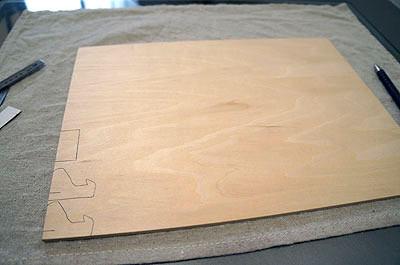 こんどはフリーハンドで書かずに、ちゃんとさっきの試作品を型紙にして作った