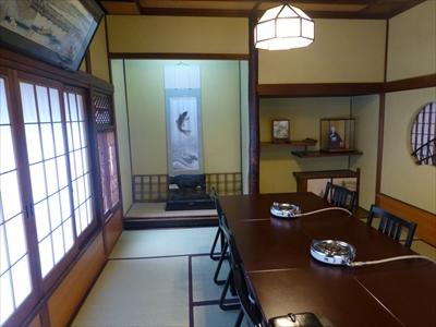 歴史を感じる、趣ある個室に案内していただいた