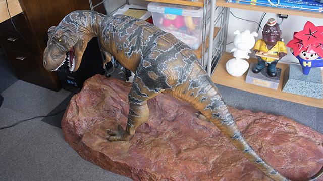 この恐竜なんて生きてるみたいだろう。