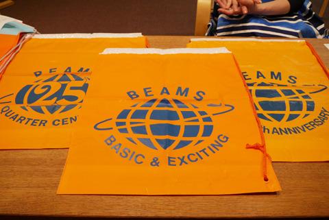 オレンジは会社の色、じゃあ青は?というとキャッチフレーズの「ベーシックアンドエキサイティング」のようにコントラストの強い色を置いたとのこと。そこまでちゃんと理由があるのだ