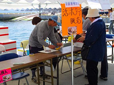 ホタテももちろん買って帰る。こちらも13枚1000円と安すぎる。