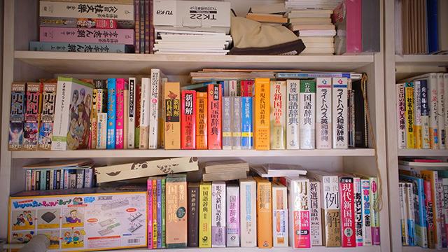 辞書類だけでもかなりの量ある。
