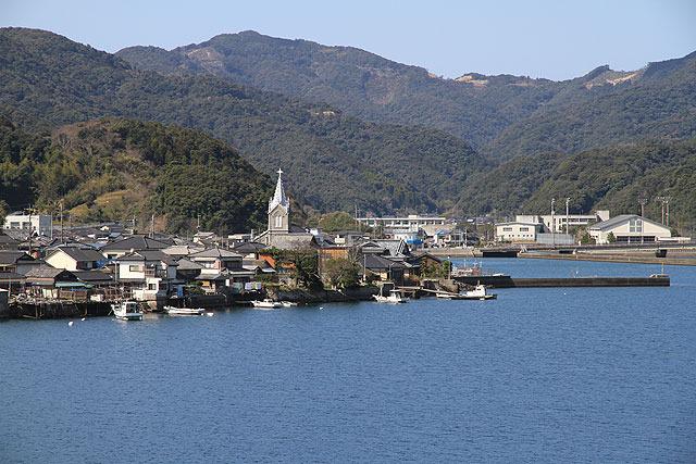 それは漁村のど真ん中にある。