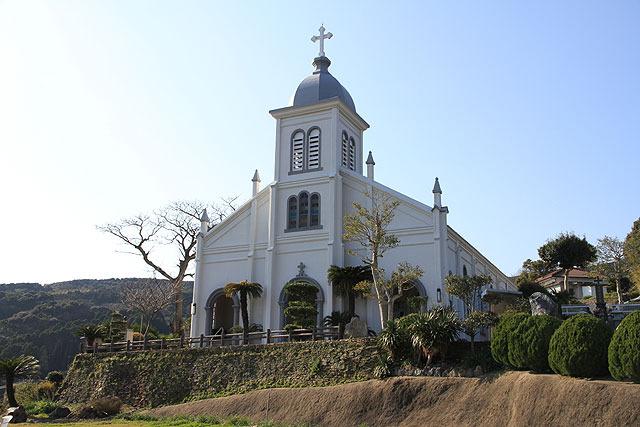 丘の上に立つ大江教会。