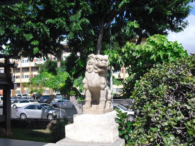 ハワイ出雲大社の狛犬(出題:大貫たまき)