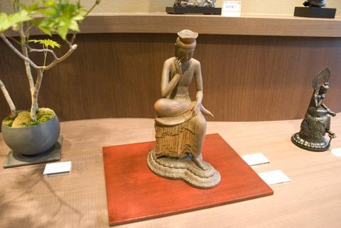 シンプルな部屋にオススメ、「弥勒菩薩」