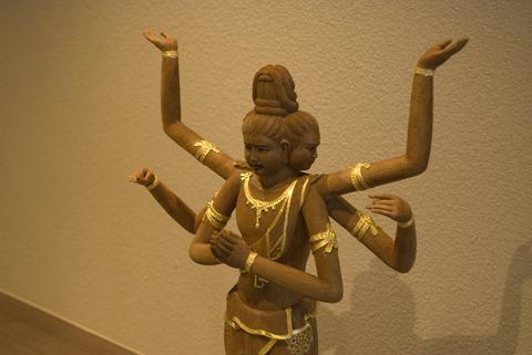 仏師が彫った1点ものの阿修羅。なんとなく気品が違う。阿修羅の品格