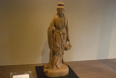 ちなみにこちらが同店で最高額の仏像