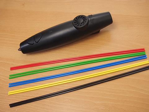 3Doodlerとインク代わりのプラスチック棒。