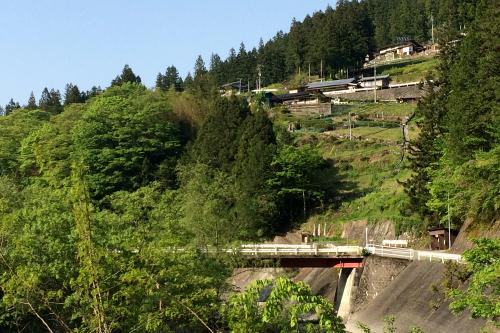 高い所に家が建つ集落もちょくちょく見られるようになってきた