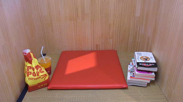 味が選べるポップコーン(120円)とオレンジジュース(300円)を購入
