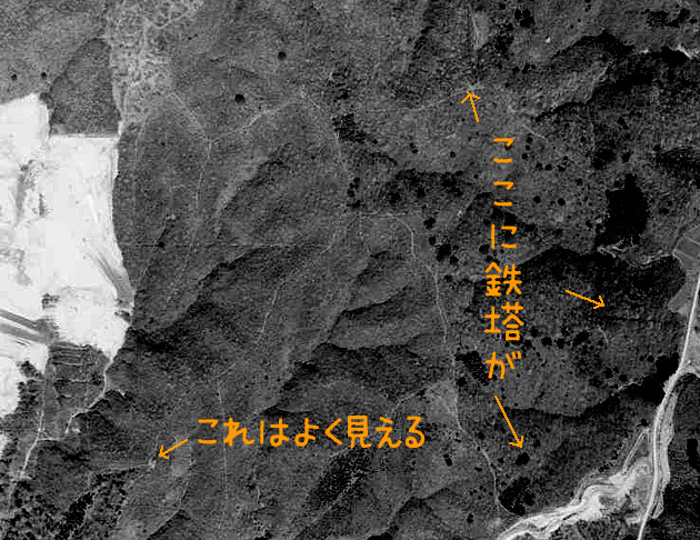 1968年の様子。東の方は良く判別できませんが、鉄塔がすでに立ってます。それにしても山だなあ。(国土地理院「地図・空中写真閲覧サービス」より・MTO687X・コース番号:C7A/写真番号:10/撮影年月日:1968/05/01(昭43)に加筆)