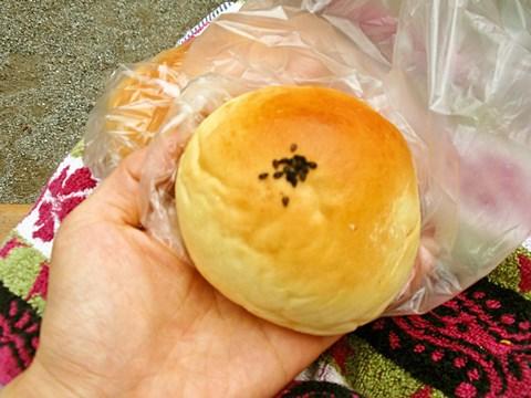 粒あんぱん(60円)