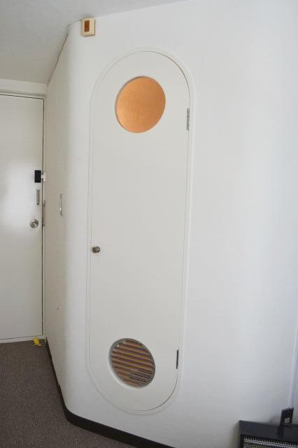 ユニットバスのドアが独特の形状で特注品