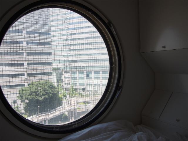 二重窓で外側の窓は開かない