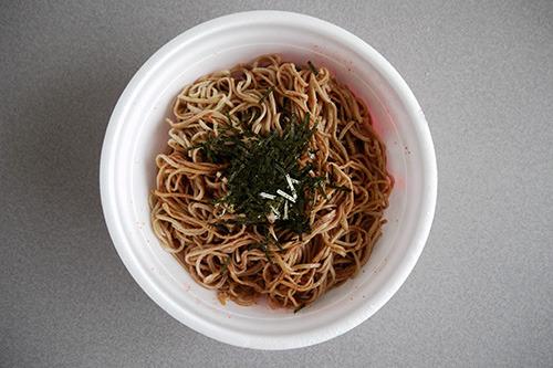 トッピングしたら、明太子蕎麦パスタできあがり!