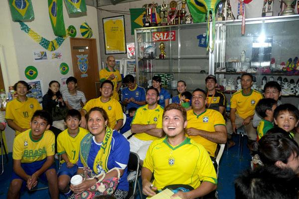 もちろん、盛り下がっているわけではなく、みんなニコニコ試合を見ているのが印象的でした