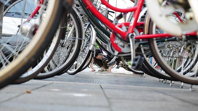 自転車の下