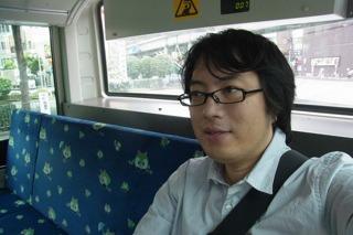後で西村さんにもらった自撮り写真。たしかにバス。
