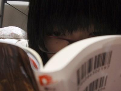 目は死んでいますが、夢中になって読みました。