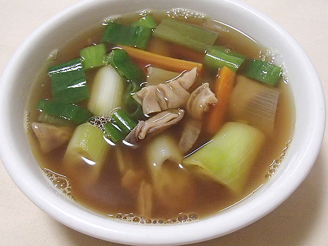 せんじがらが柔らかくなり、中華風ホルモンスープになる。