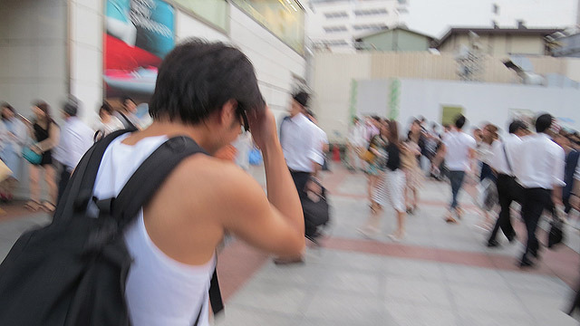 この自信が新宿駅東口ですぐに壊れる