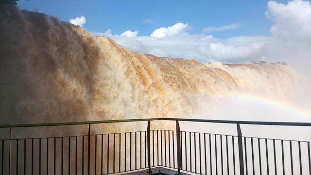 滝というより土砂だな。