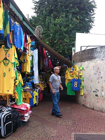 これはブラジルのユニフォーム屋さん。