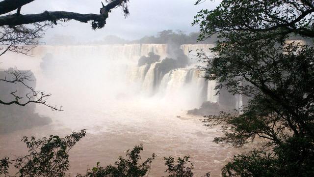 アルゼンチン側から見たイグアスの滝。