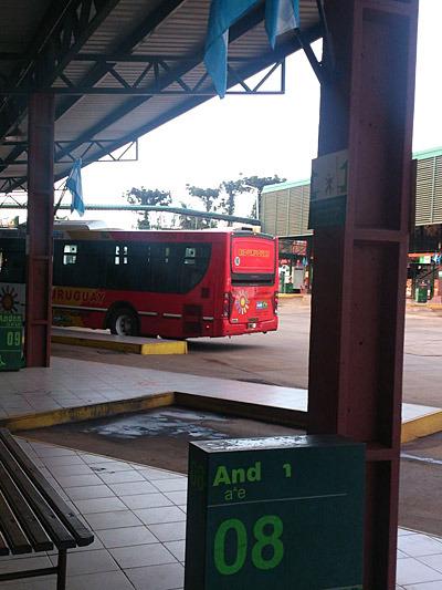 バスの時間はあまり信用できないみたいです。
