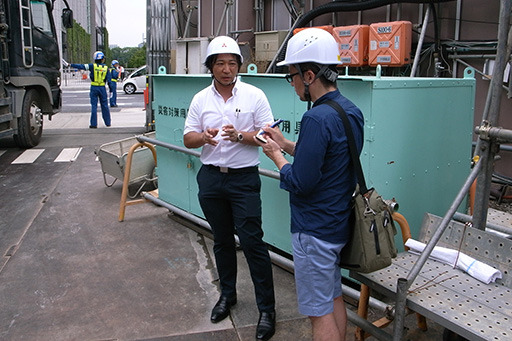 工事の概要を説明する笹田さん