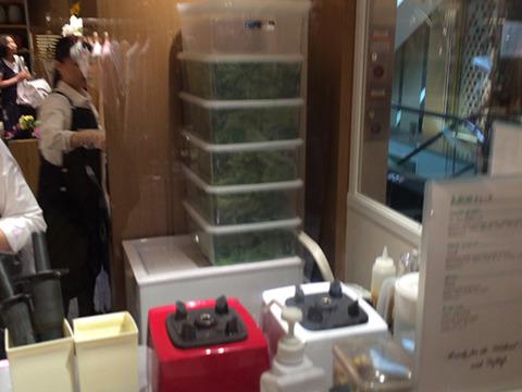 積まれた青菜