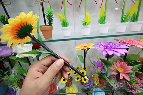 答え1. 植物っぽい見た目のボールペン専門店。