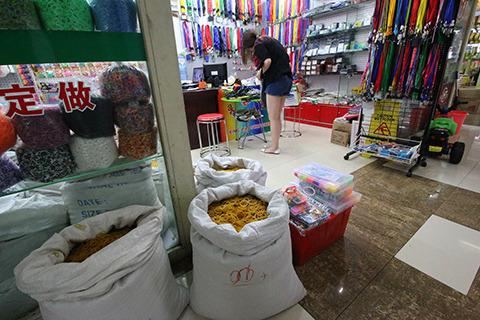 ここは輪ゴム専門店。輪ゴムが死ぬほど売ってる。