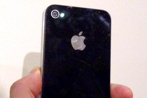 iPhone4は水に濡れるとライトが光りっぱなしになる