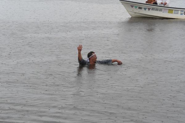 もう、溺れているようにしか見えませんもん