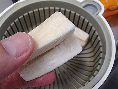 冷凍のままを電子レンジ蒸し器に投入。