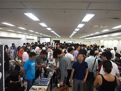 11時を少し過ぎて会場すると、すごい量の人が入ってきた。こんなに来客の多いイベントなのか!