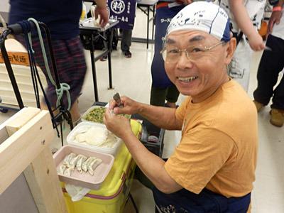 皮を包むところから餃子を作っているサークルもあった。次回は製麺機で皮を提供する形でコラボできないかな。