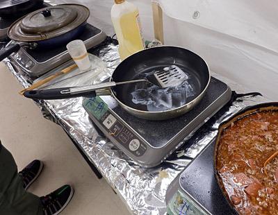 持参した調理器具がIH対応じゃなかったという悲劇に会う人も。溶けないラードに脂汗が流れていた。