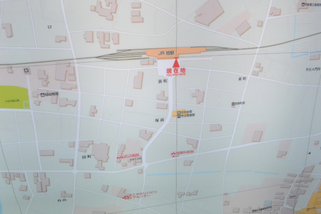 旭駅の案内地図。よく見ると「イロハ」に混じって新町や塚前などの字名らしき地名が書いてある